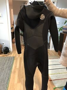 O'Neil 6/5/4 heat hooded surf wetsuit (new!)