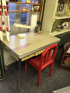 RETRO DINING TABLE EXTENDS HAS A DRAWER $235 London Ontario image 1