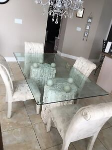 Dining table with 4 lg chairs