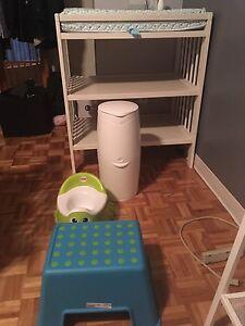 Ensemble Bébé, table a langer, pot, step, poubelle a couche
