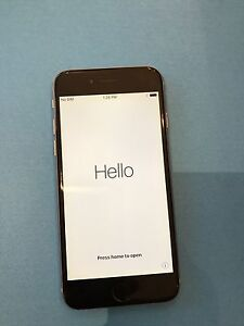 iPhone 6 64GB with brand new Apple earbuds + charger