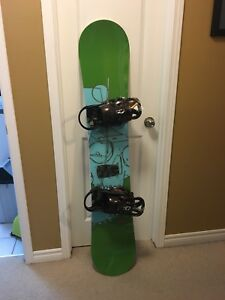 Salomon 152cm snowboard with Burton bindings (EXCELLENT)