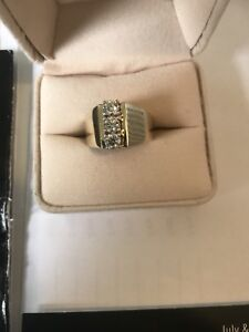 Must See! Beautiful 1 .00CT  14K Yellow Gold