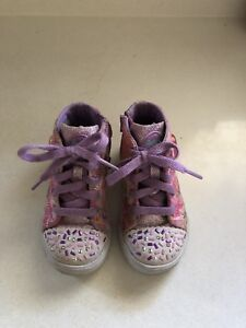 2 pairs of  little girl's sneaker (size 8)2