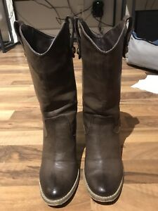Leather boots size6