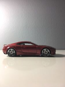 2015 Hot Wheels 2010 Aston Martin DBS