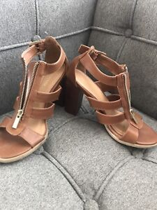 Women's size 7 le chateau brown leather strappy heel sandals