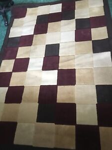 Beautiful 5' x 8'  rug for sale in good condition