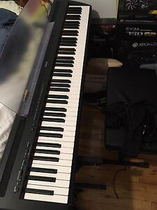 Piano yamaha p-85