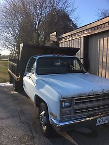 1985 Chevy 3500 with dump