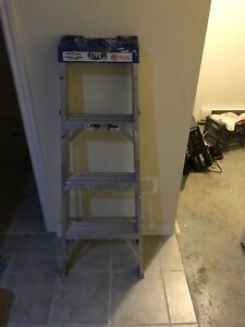 3 step ladder 4 feet