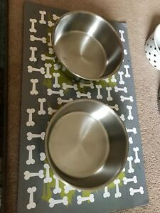 Magnetic Mat and 2 Stainless Steele Bowls and feeding bowls