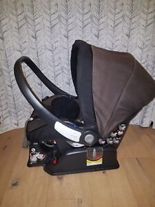 Peg-Perego Newborn Carseat with 2 bases