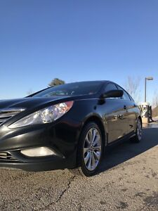 2013 Hyundai Sonata (mint condition price reduced letter seat )