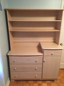 Dresser with Hutch