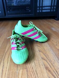 Adidas size 9 soccer shoes