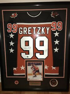 Wayne Gretzky signed jersey and puck