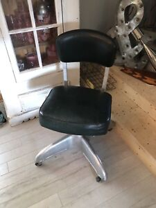 Chaise style industriel vintage