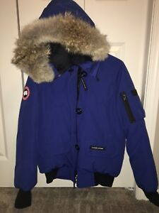 a5ab06a33b4 Canada Goose Jacket - Authentic - Women s Medium