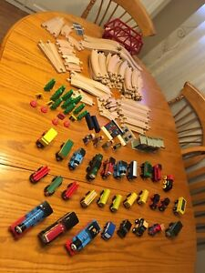 122 piece train track and accessories