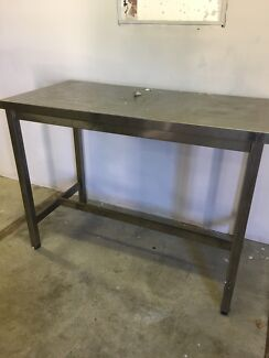 Stainless steel table / work bench
