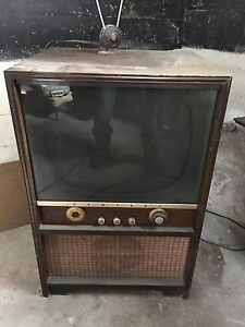 Vintage Admiral TV with Rabbit Ears - $125.00 OBO *Needs to go