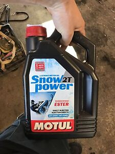 4 litres Huile injection 2 temps motul