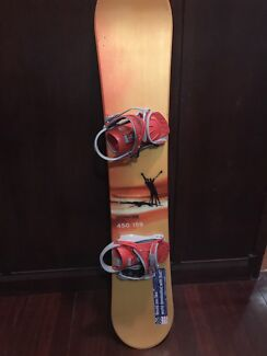 Men's Salamon 159 snowboard with bindings