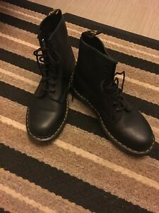 Men's size 9 Doc Martins