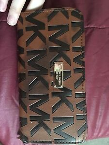 Brand new micheal kors wallet never used
