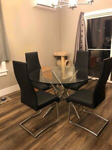Glass Dining room table and 4 chairs *BRAND NEW SHOW FURNITURE*