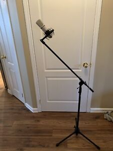 Apex 520 studio condenser microphone and mic stand