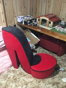 Heel Shoe chair