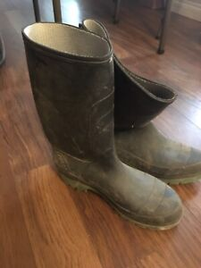 Size 9 Men's rubber boots