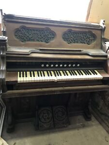 1881 Western Cottage Pump Organ