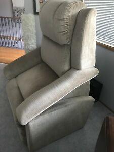 LazyBoy Power Lift Chair