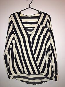 Medium navy stripped top from Dynamite