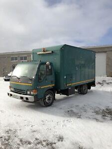 2002 GMC W5500 Isuzu Diesel Automatic ONLY 98,000 KMS!!!