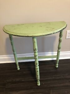 SHABBY CHICK ACCENT TABLE