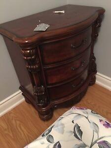 Queen bedroom furniture hardwood