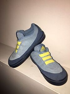 Boys shoes (New)