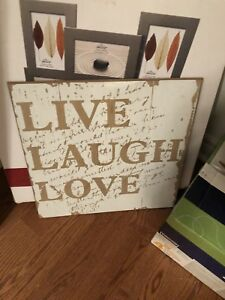 Wall sign live laugh love