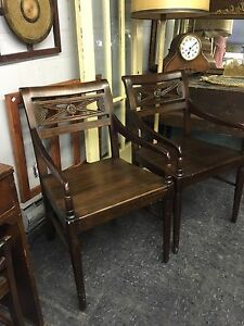 RETRO DINING TABLE EXTENDS HAS A DRAWER $235 London Ontario image 9