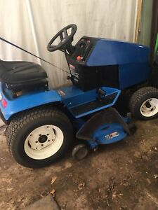 Ford lawn tractor/riding lawnmower/ garden tractor