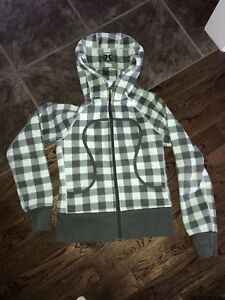 Size 4 or 6 (rip tag no longer attached) Lululemon Scuba Hoodie
