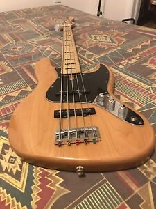 Squier Fender Vintage Modified 70s 5 String Electric Jazz Bass V