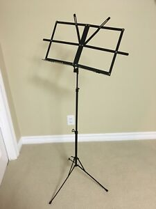 Retractable music stand