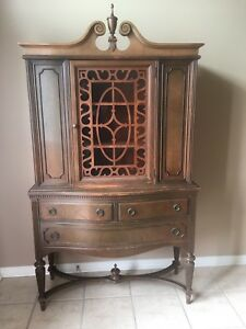 Antique China Cabinet / Hutch / Display Cabinet