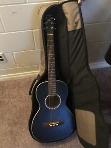 ART And LUTHERIE BLACK AMI With Case