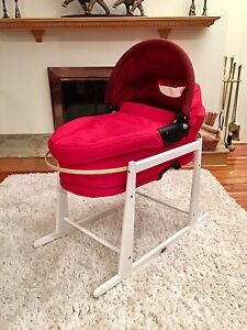JOLLY JUMPER ROCKING BASSINET STAND with Quinny Dreami Bassinet